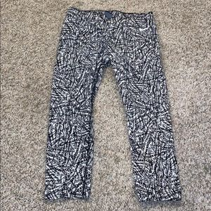 Nike Cropped Leggings Black White Pattern Large
